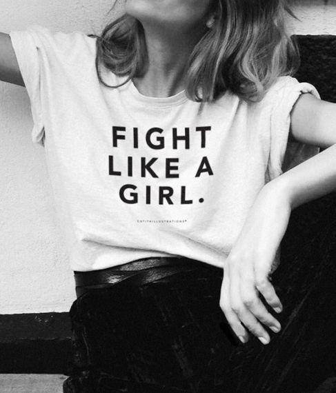 Camiseta escrita lute como uma mulher